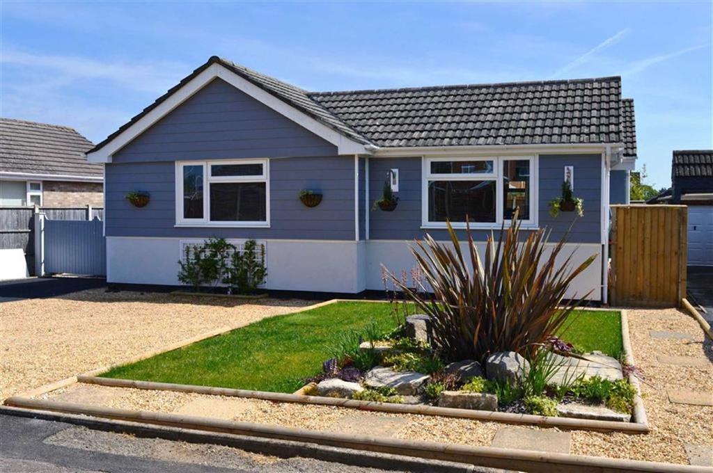 3 Bedrooms Detached Bungalow for sale in De Montfort Road, Wimborne, Dorset