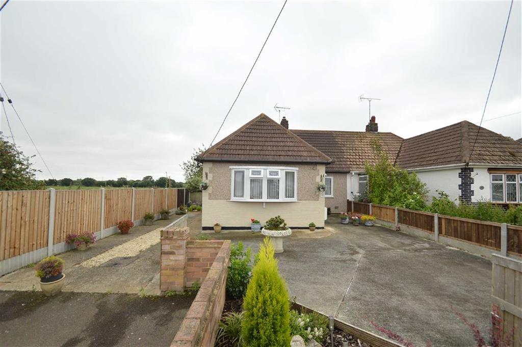 2 Bedrooms Semi Detached Bungalow for sale in Oxford Road, Rochford, Essex