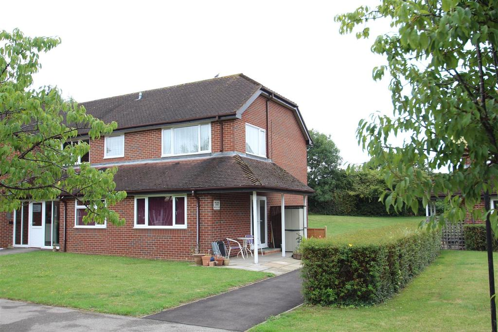 2 Bedrooms Apartment Flat for sale in Ruskin Court, Newport Pagnell