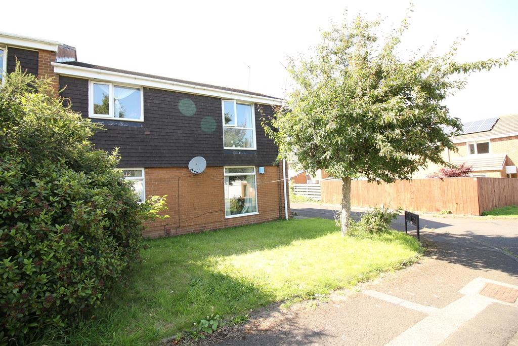2 Bedrooms Flat for sale in Ebchester Court, Newcastle Upon Tyne