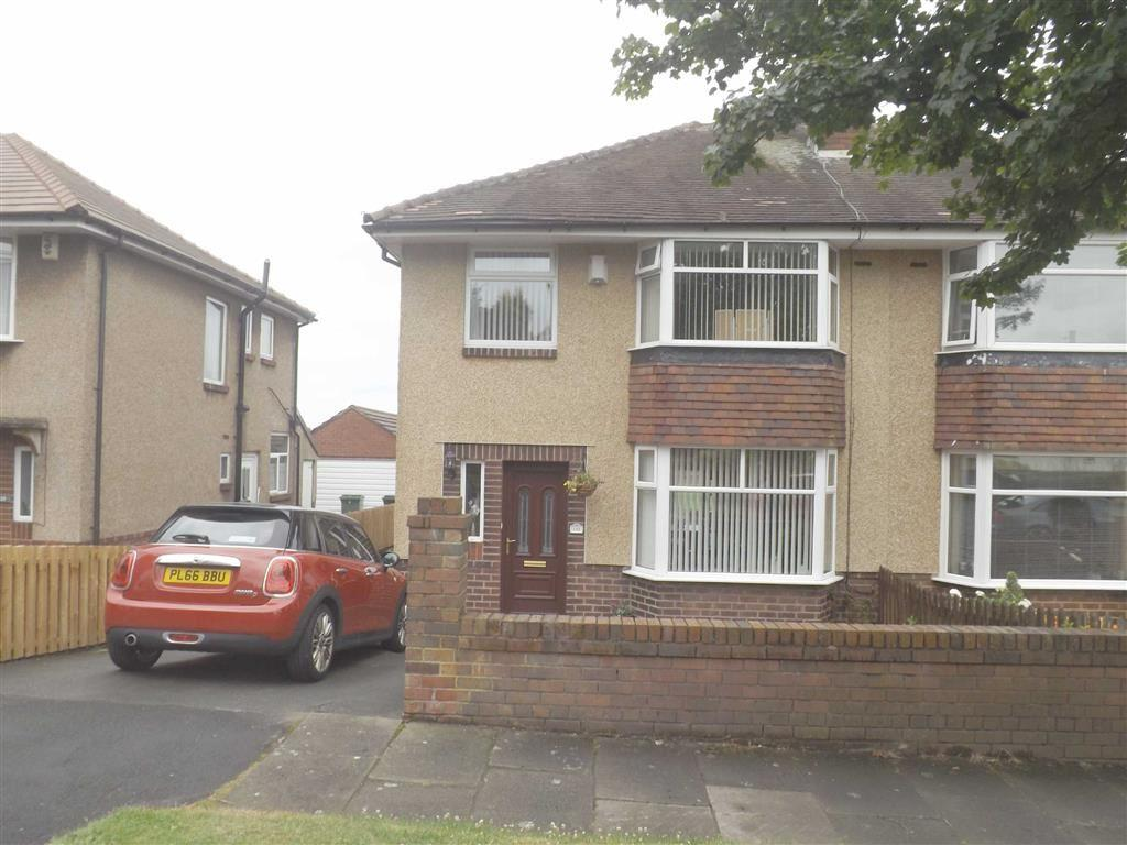 3 Bedrooms Semi Detached House for sale in Kingsway, Accrington