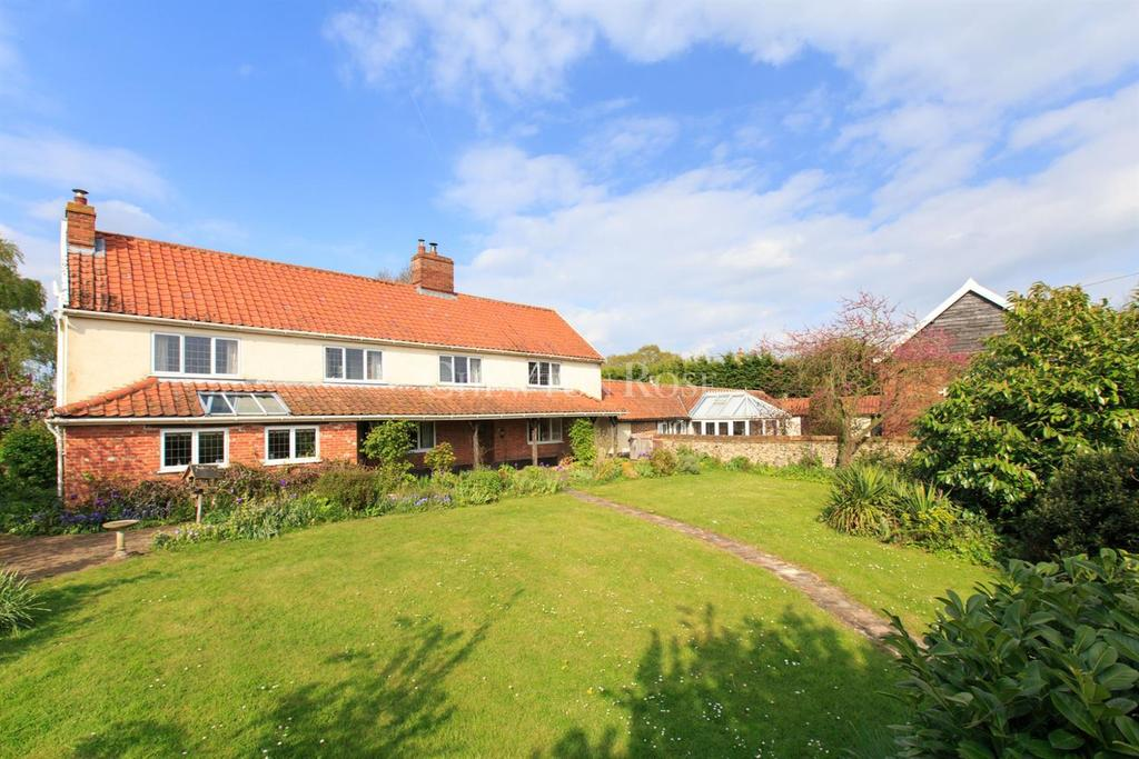 4 Bedrooms Detached House for sale in South Norfolk