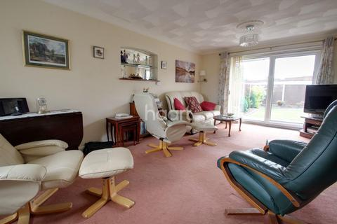 3 bedroom bungalow for sale - Broom Close, Stenson Fields