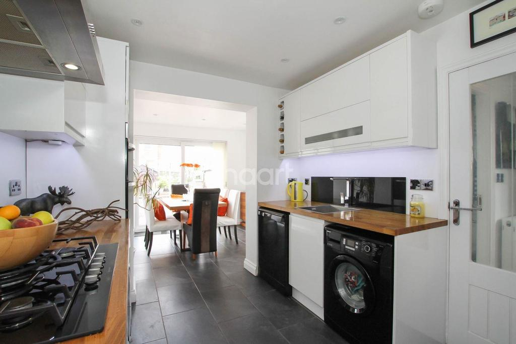3 Bedrooms Semi Detached House for sale in Wordsworth Road