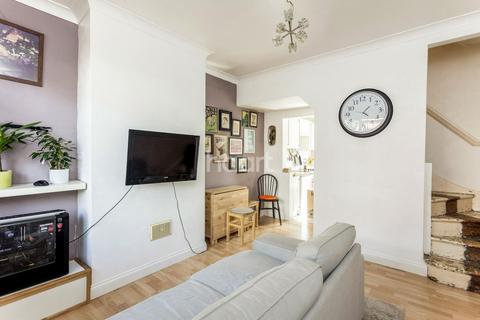 2 bedroom cottage for sale - London