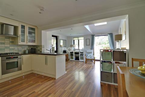 3 bedroom semi-detached house for sale - Shillingstone, Shoeburyness