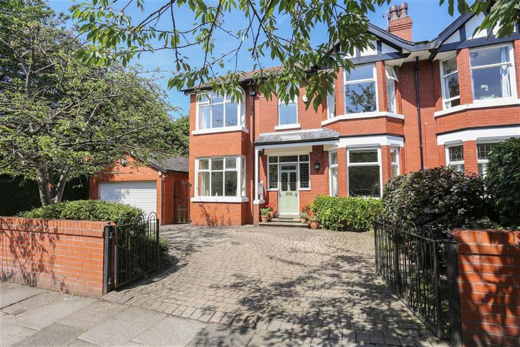 4 Bedrooms Semi Detached House for sale in Hawthorn Road, Heaton Mersey