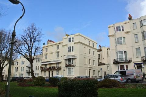 Studio to rent - Russell Square, Brighton, BN1 2EE