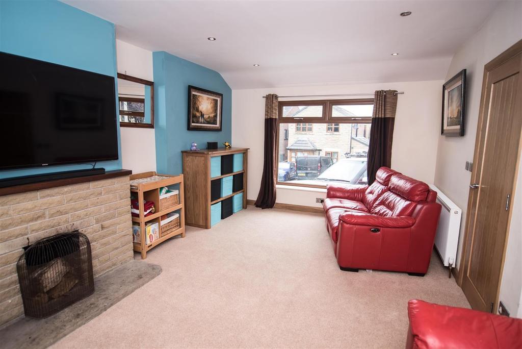 4 Bedrooms Semi Detached House for sale in Spencer Street, Skelmanthorpe, Huddersfield