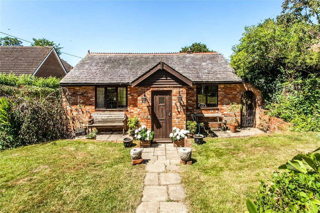 3 Bedrooms Detached Bungalow for sale in Goscombe Lane, Gundleton, Alresford, Hampshire, SO24