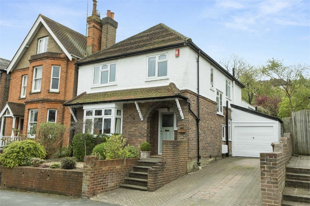 3 Bedrooms Detached House for sale in Wodeland Avenue, Guildford, Surrey