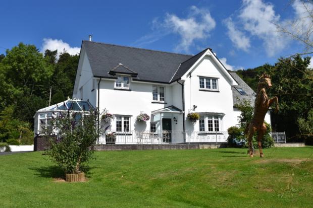 4 Bedrooms Detached House for sale in Llandyfriog, Newcastle Emlyn, Ceredigion