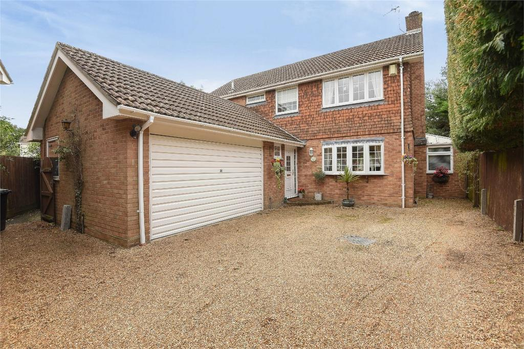 4 Bedrooms Detached House for sale in Lindford, Hampshire