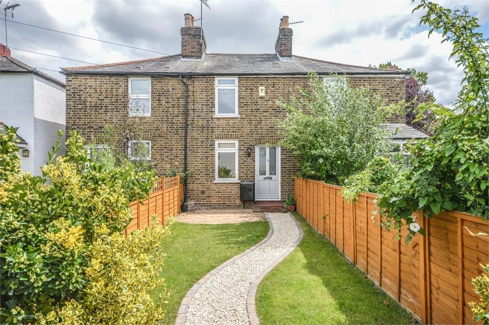 2 Bedrooms Terraced House for sale in Dunmow Road, BISHOP'S STORTFORD, Hertfordshire