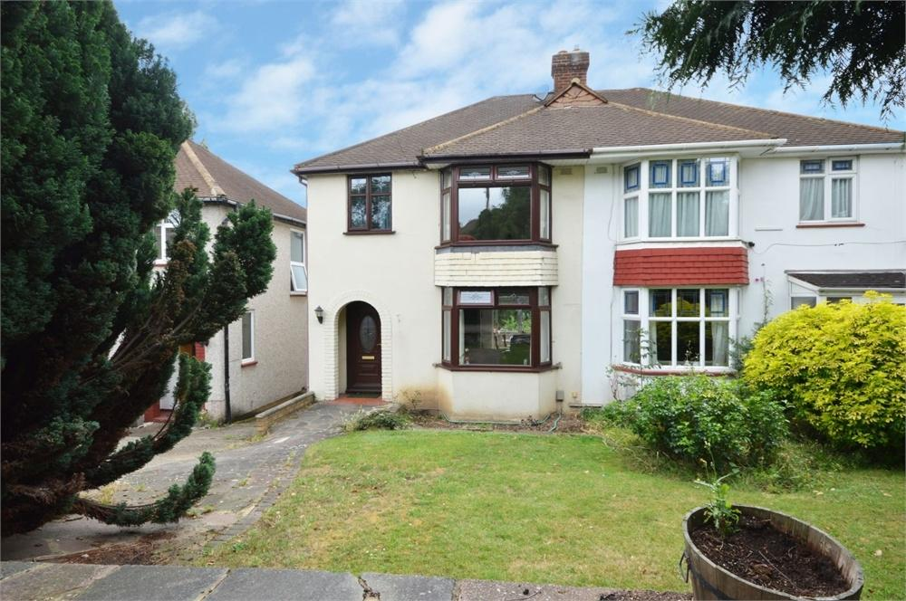 3 Bedrooms Semi Detached House for sale in Broomhill Road, Dartford