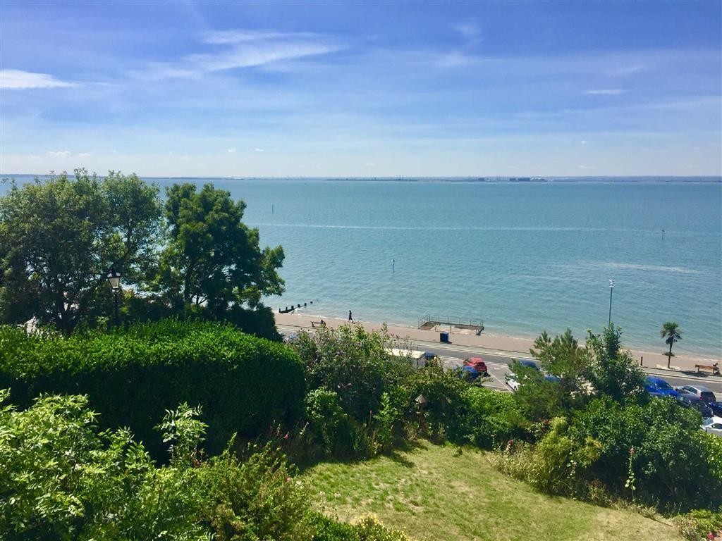 2 Bedrooms Flat for sale in San Remo Parade, Westcliff-On-Sea, Essex
