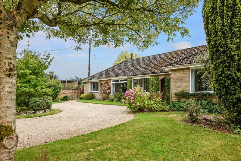 2 Bedrooms Detached Bungalow for sale in Little London, Andover