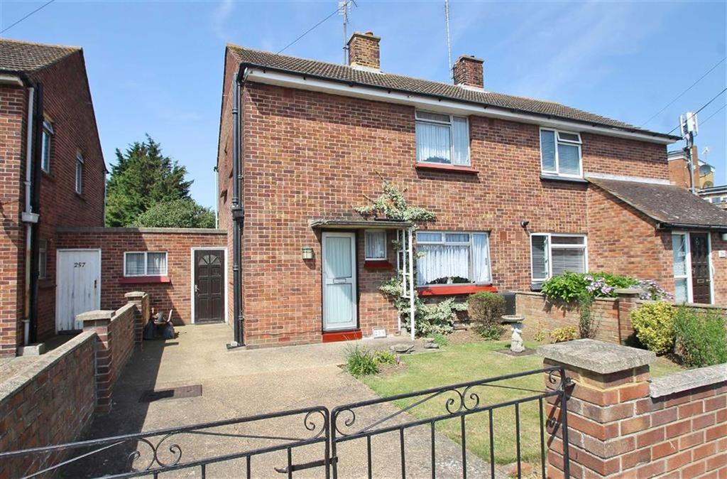 3 Bedrooms Semi Detached House for sale in Cloes Lane, Clacton-on-Sea
