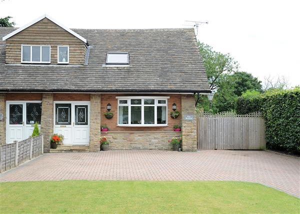 3 Bedrooms Bungalow for sale in The Hollies, Glazebrook Lane, Glazebrook WA3 5BL