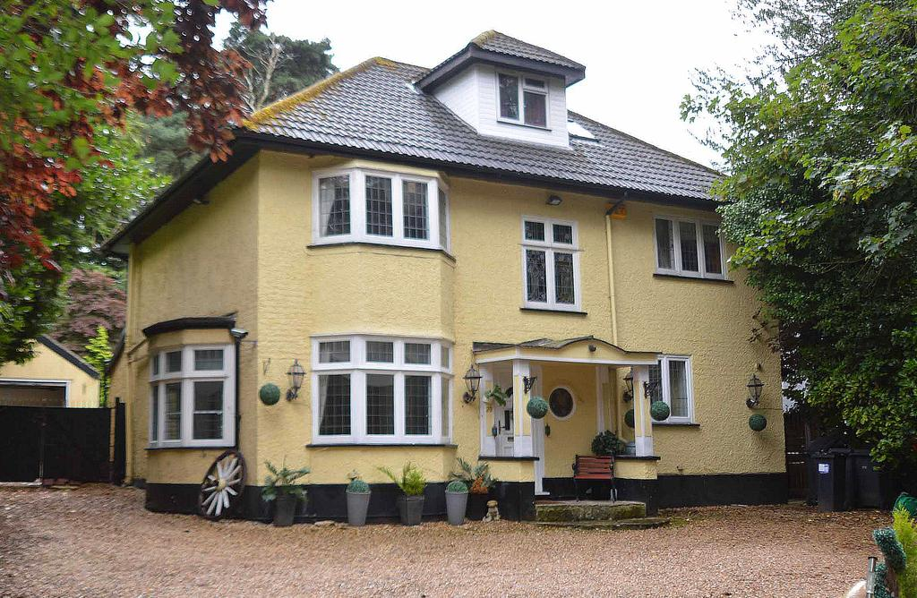 5 Bedrooms Detached House for sale in Queens Park Avenue, Bournemouth, BH8