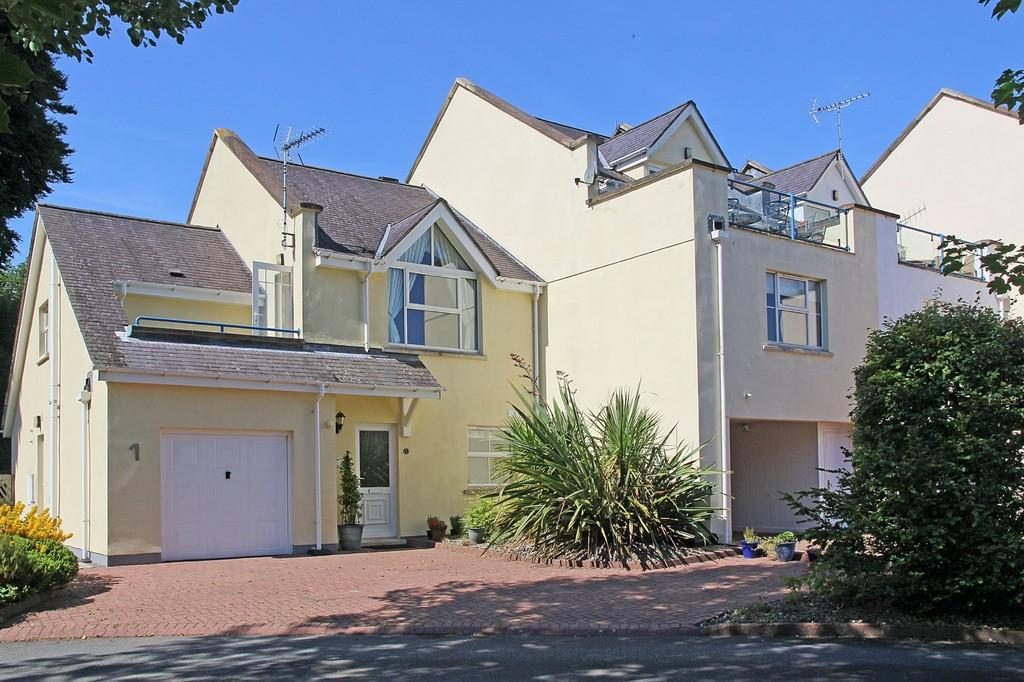 3 Bedrooms End Of Terrace House for sale in Hen Gei Llechi, Y Felinheli, North Wales