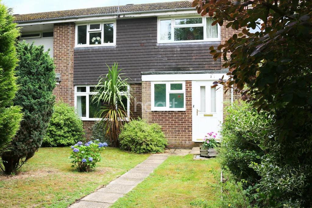 4 Bedrooms Terraced House for sale in The Croft, Fleet.