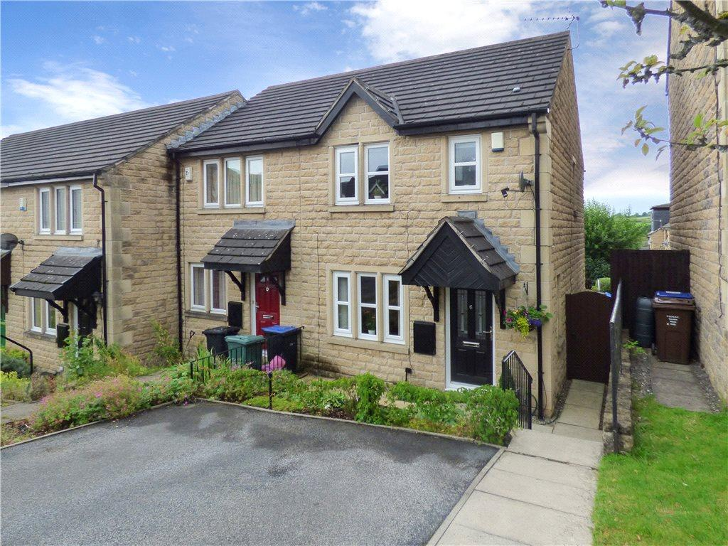 3 Bedrooms Town House for sale in Bramley Close, Oakworth, Keighley, West Yorkshire