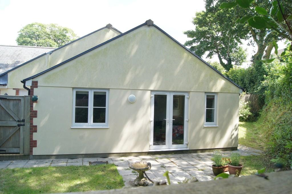 2 Bedrooms Semi Detached Bungalow for sale in Tavistock