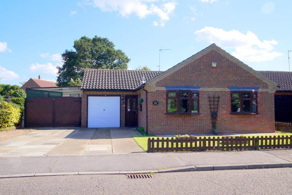 2 Bedrooms Detached Bungalow for sale in Laxfield Way, Pakefield, Lowestoft
