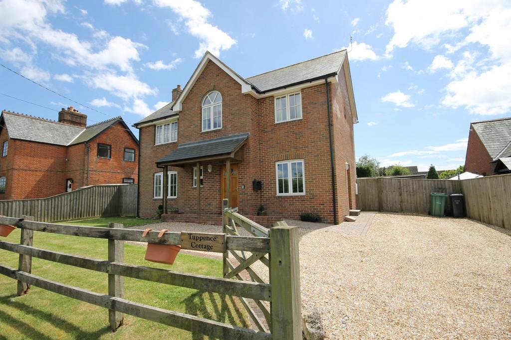 3 Bedrooms Detached House for sale in Shalfleet, Isle of Wight