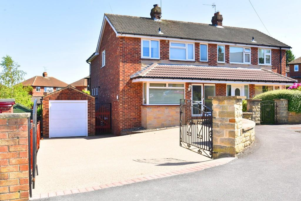 4 Bedrooms Semi Detached House for sale in Woodlands Rise, Harrogate