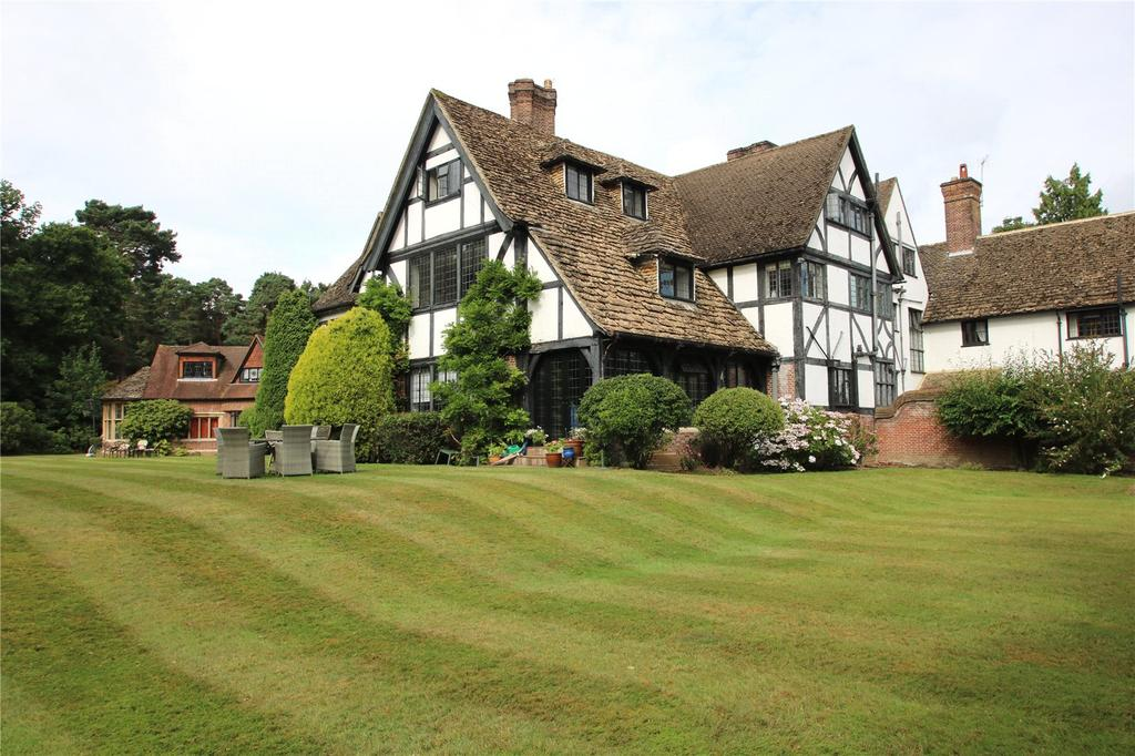 3 Bedrooms Flat for sale in Fulmer Chase, Stoke Common Road, Fulmer, Buckinghamshire