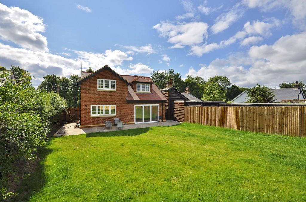 4 Bedrooms Detached House for sale in Mill Lane, Lindford