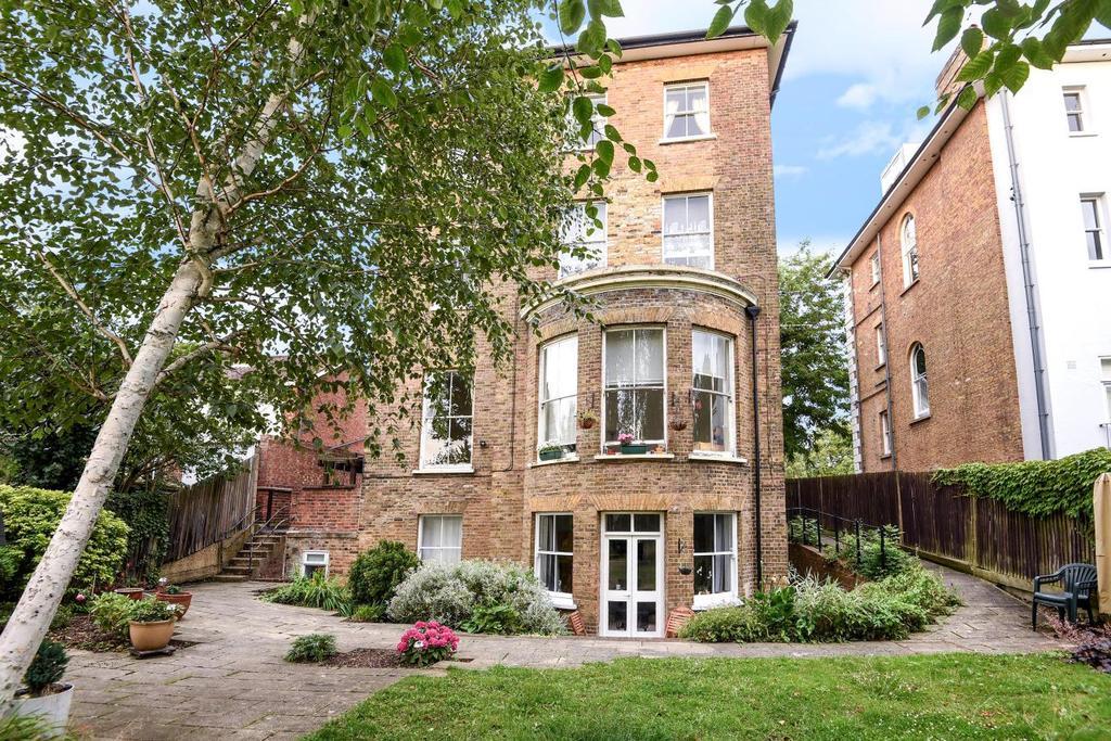 1 Bedroom Flat for sale in Lewisham Hill, Lewisham, SE13
