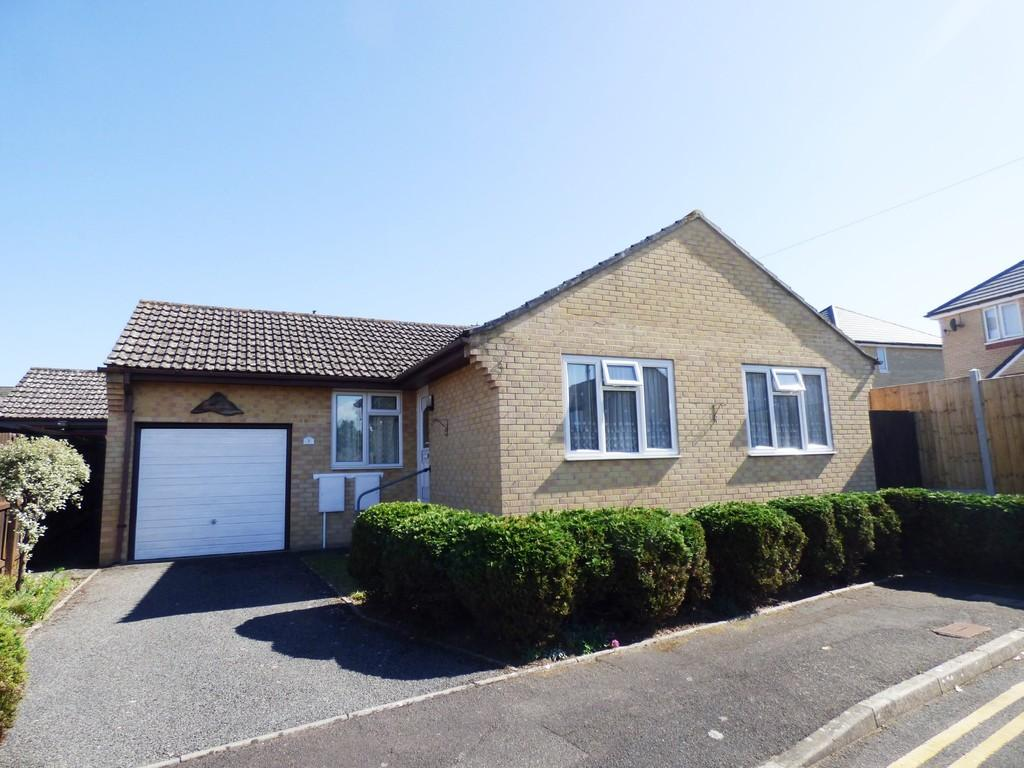 2 Bedrooms Detached Bungalow for sale in High Howe Gardens, Bournemouth
