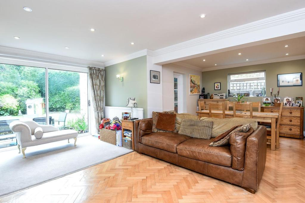 4 Bedrooms Detached House for sale in Blagdens Close, Southgate, N14