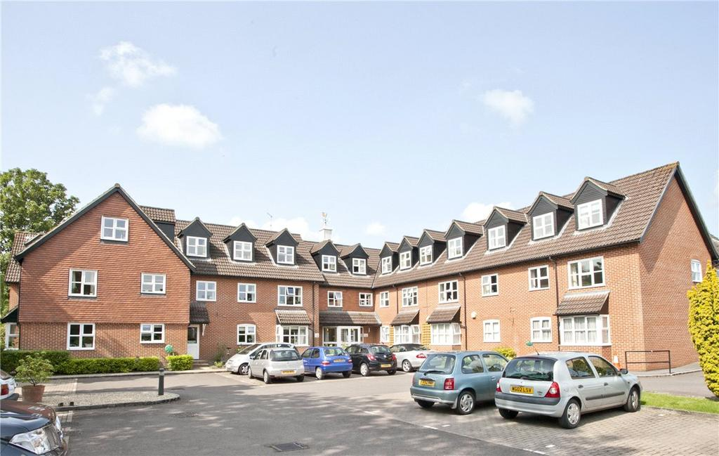 1 Bedroom Apartment Flat for sale in Castle Court, River Park, Marlborough, Wiltshire, SN8