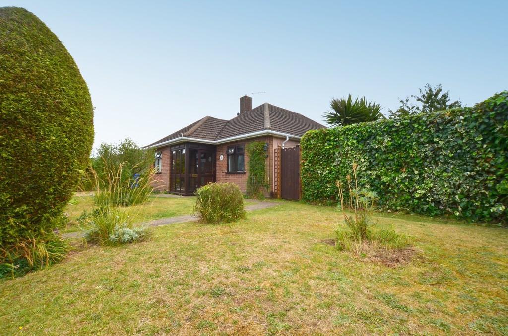 3 Bedrooms Detached Bungalow for sale in St. Andrews Close, Ipswich, IP4 5SJ