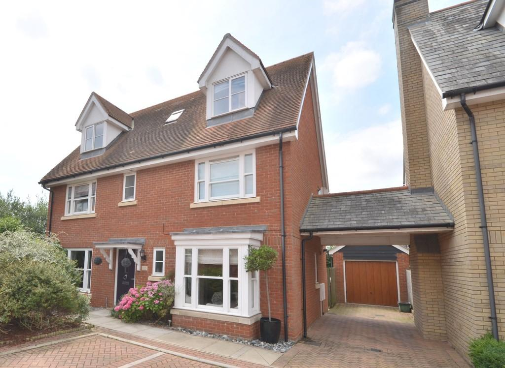 5 Bedrooms Detached House for sale in Walnut Drive, Mile End, CO4 5ES