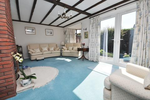 3 bedroom end of terrace house for sale - Fernlea, Braiswick, CO4 5UA