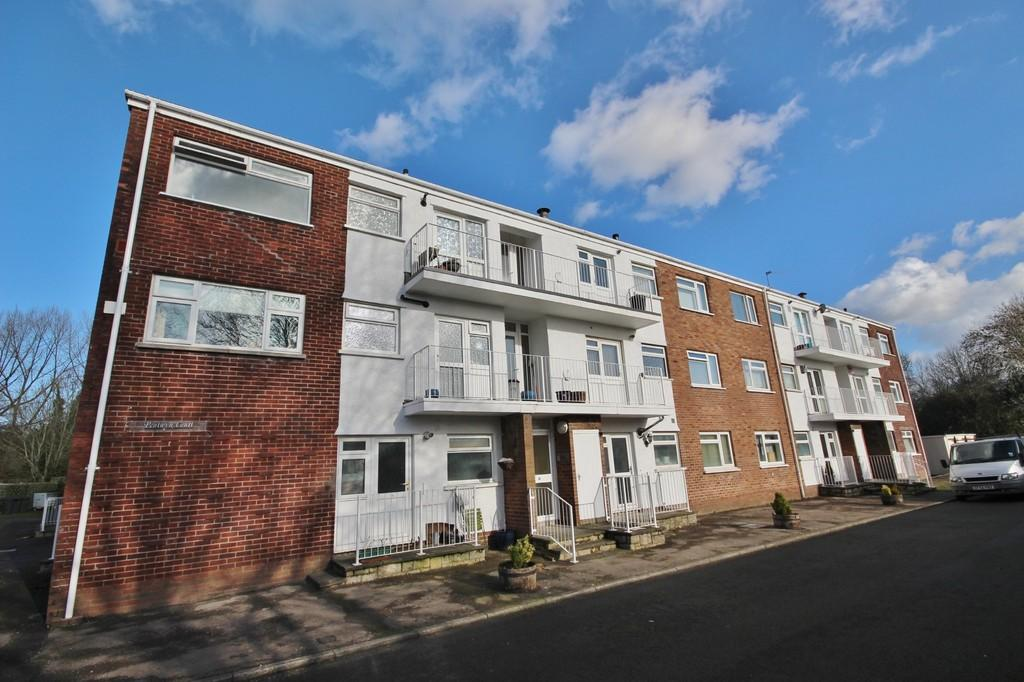 2 Bedrooms Apartment Flat for sale in Pentwyn Court, Heol Pentwyn, Whitchurch
