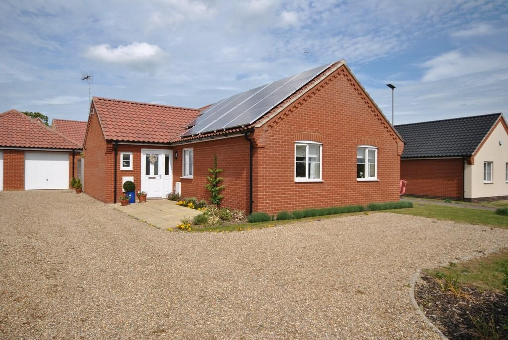 3 Bedrooms Detached Bungalow for sale in Roydon, Norfolk