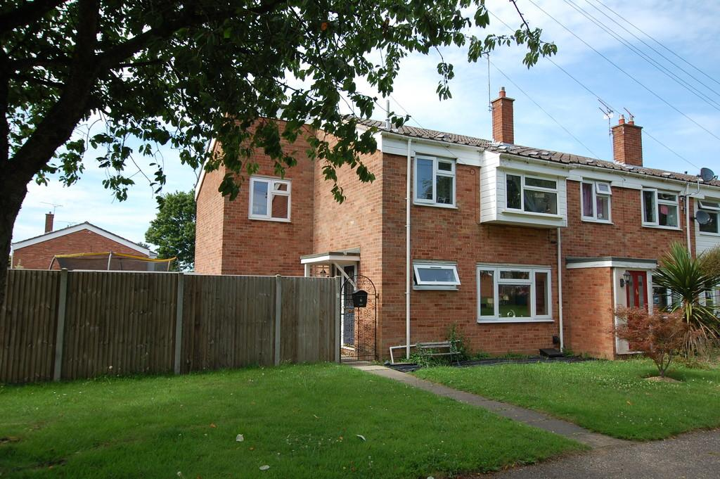 4 Bedrooms Town House for sale in Ormesby Road, Badersfield
