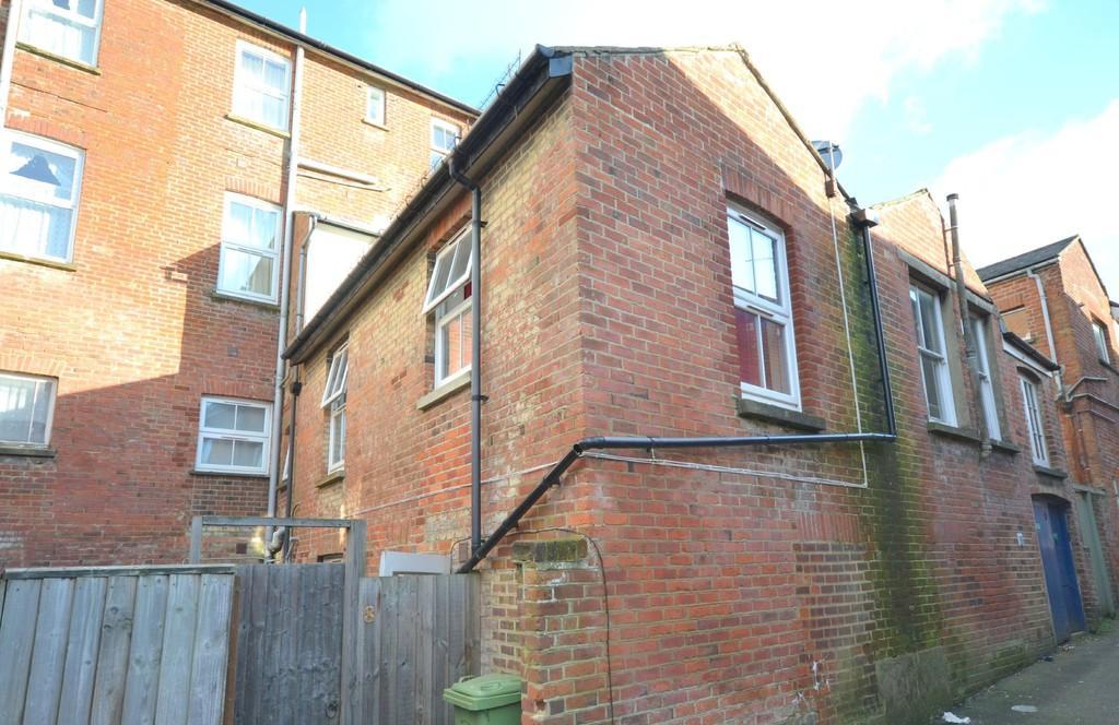 3 Bedrooms Maisonette Flat for sale in Victoria Avenue, Shanklin