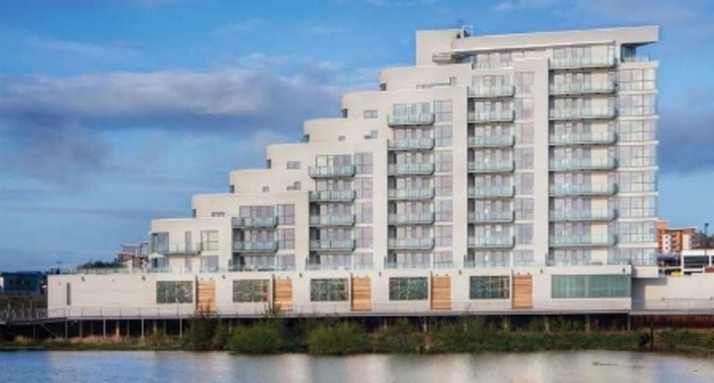 2 Bedrooms Apartment Flat for sale in Watermark, Ferry Road, Cardiff Bay