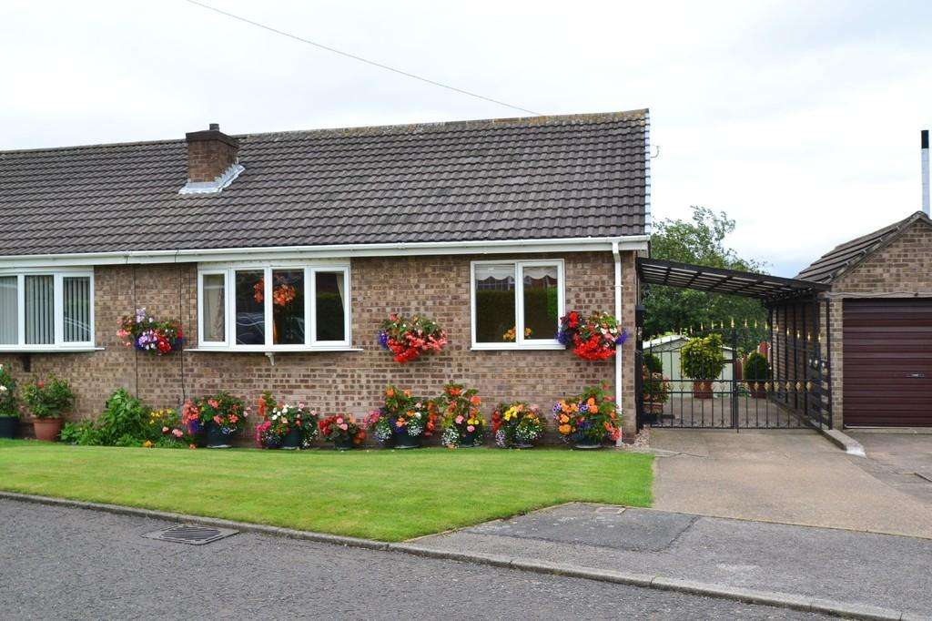 2 Bedrooms Semi Detached Bungalow for sale in Haddon Close, South Elmsall, Pontefract
