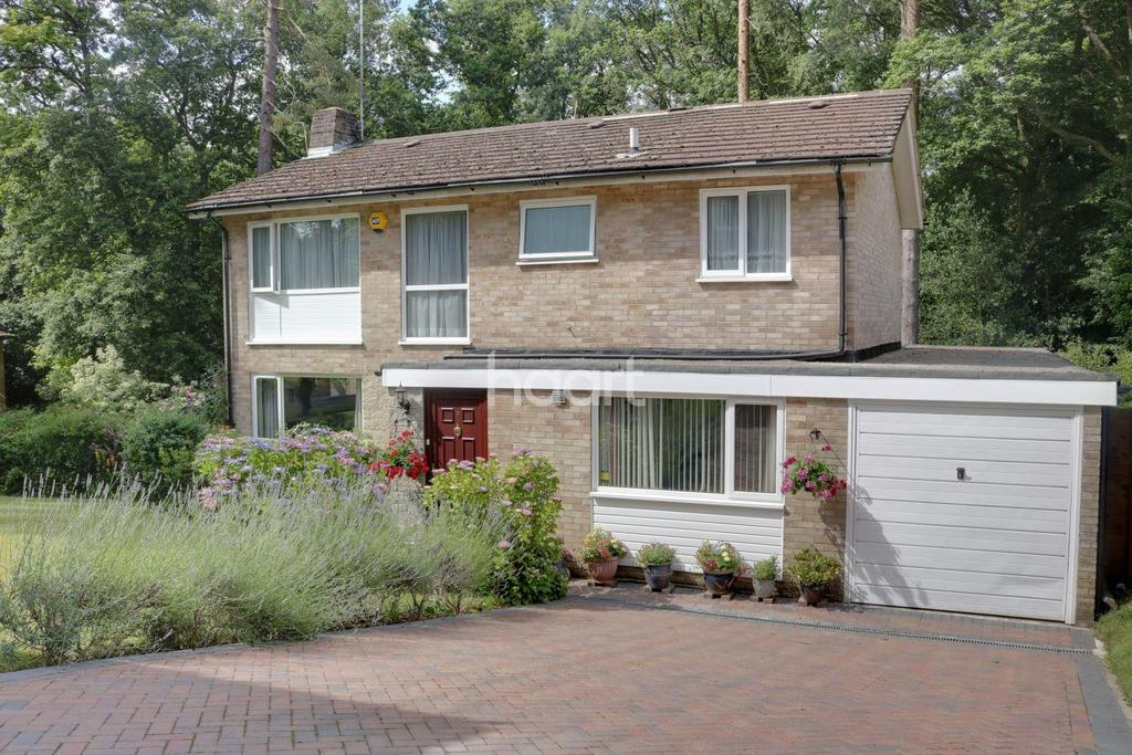 4 Bedrooms Detached House for sale in Rozeldene, Hindhead