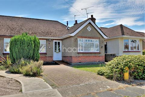 2 bedroom bungalow for sale - Holland-on-Sea