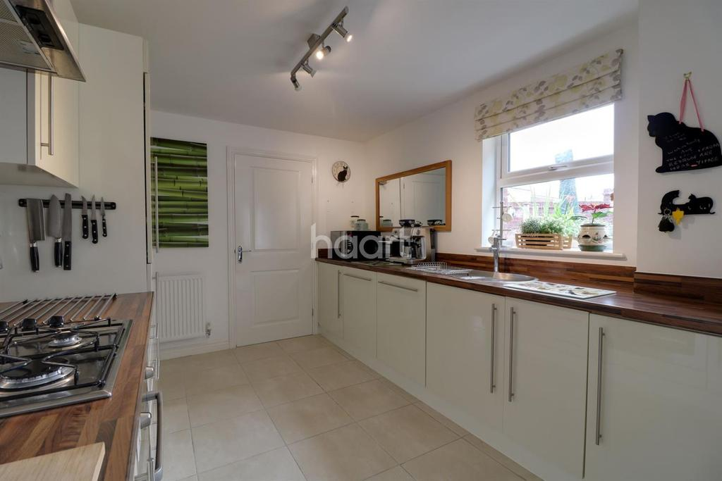4 Bedrooms Detached House for sale in Brenfore Street, Swindon, Wiltshire