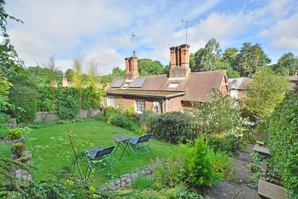 3 Bedrooms Semi Detached House for sale in Brighton Road, Godalming